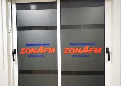 Zona 4 FM